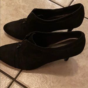 EUC Naturalizer heeled shoes